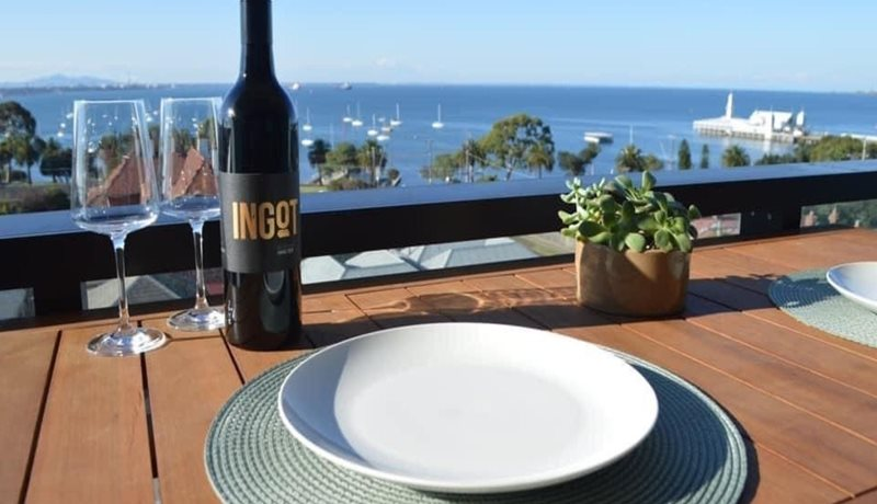 Bayview Luxe  balcony dining