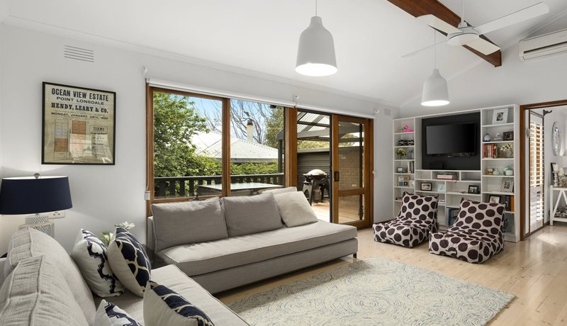 Newly rennovated and located within a short walk from the Point Lonsdale Golf Club