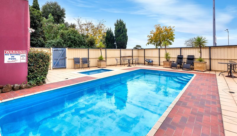 Parkside Motel Geelong Heated Swimming Pool