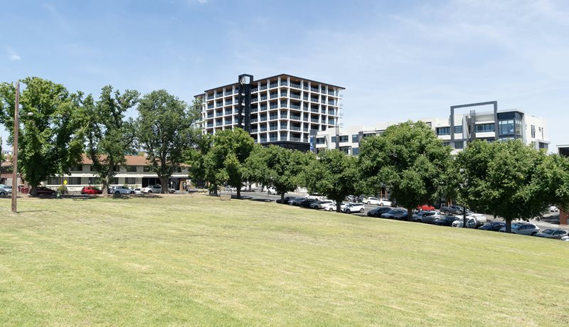 R Hotel Geelong looking from Austin Park