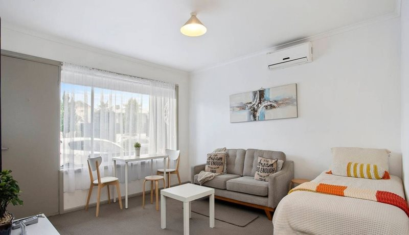Geelong Serviced Apartments living/bedroom