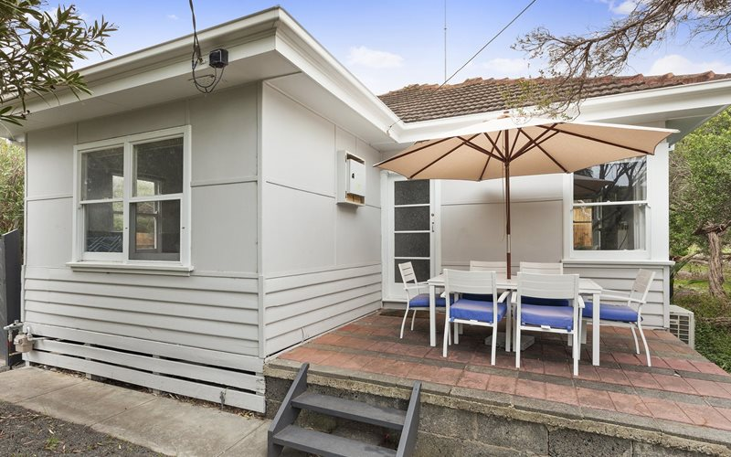 A relaxed styled beach house located opposite the back beach and close to the lighthouse
